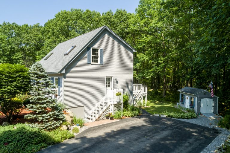 35 Hollyhock Ln Goffstown NH 03045-4