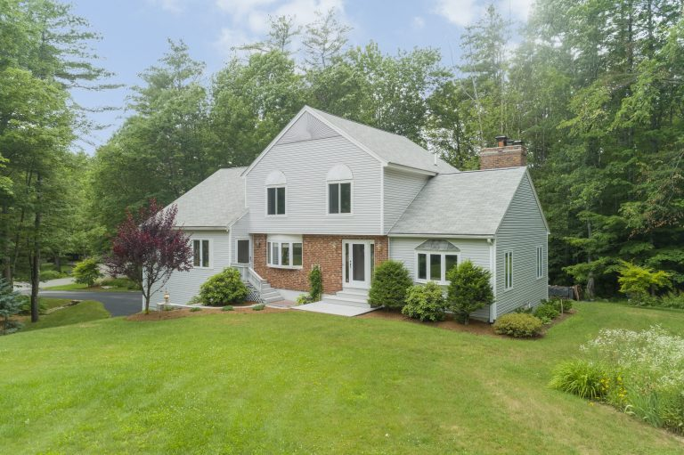 8 Willow Pond Drive Goffstown NH 03045