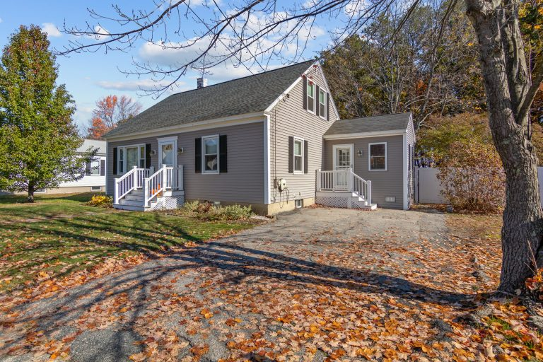 78 Louis St Goffstown NH-40