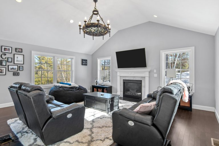 25 Julie Dr Concord NH 03301 (30)